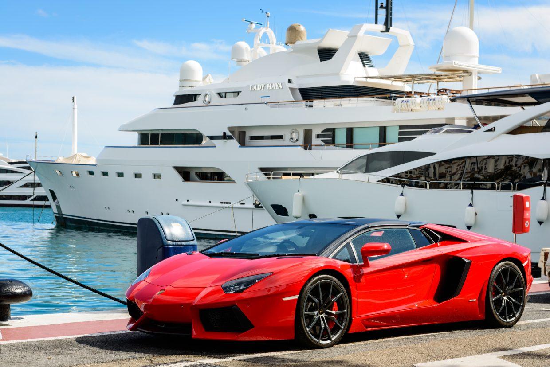 Billionaires Who Live Surprisingly Normal Lives